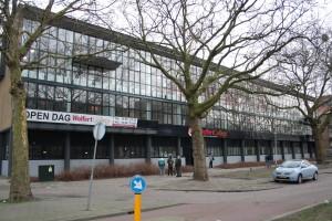 GlasbewassingWolfert College Walenburgerweg Rotterdam 005.jpg